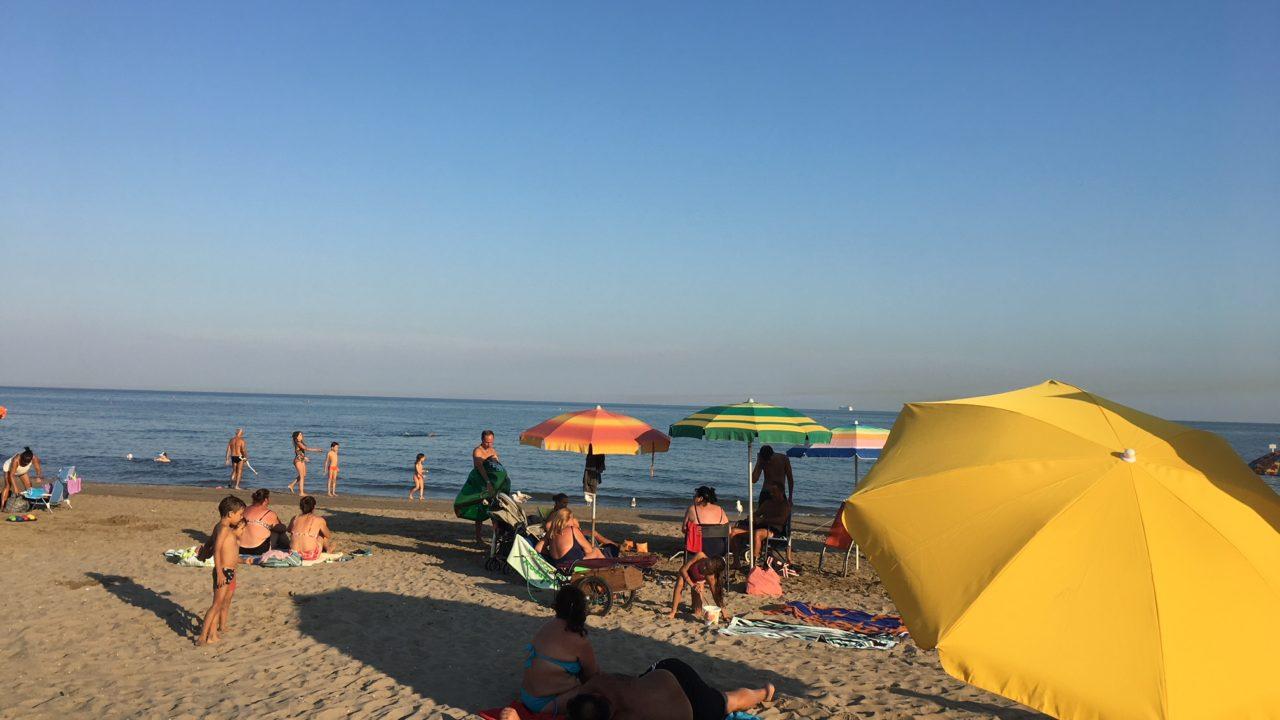 イタリア人はビーチが大好き!日焼けなんて気にしない!【夏・休暇・海】